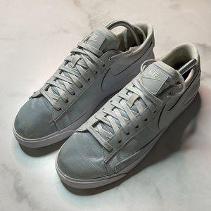 Nike Women's Blazer Low SE Pure Platinum